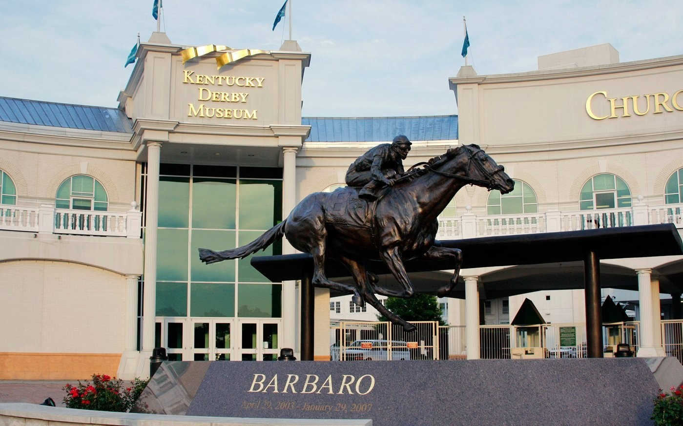Kentucky Derby Museum, Together with Secretariat Festival and Secretariat.com,  Attempts World Record for Largest Horseshoe