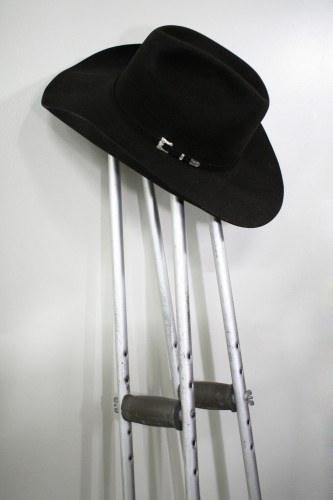 2009 Derby winning Trainer Chip Woolley donates hat and crutches to renovated Derby Museum